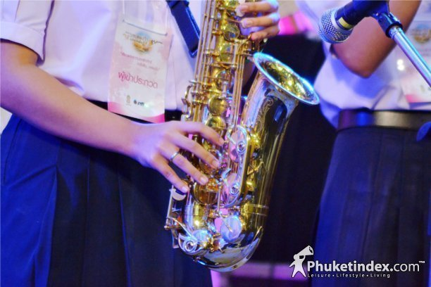 Big Crowds Attend Songs for King at Central Festival Phuket