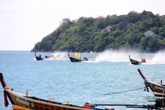 Phuket holds annual Rawai Long Boat Races
