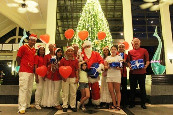 Dusit Thani Phuket's Christmas tree lit for the festive holiday