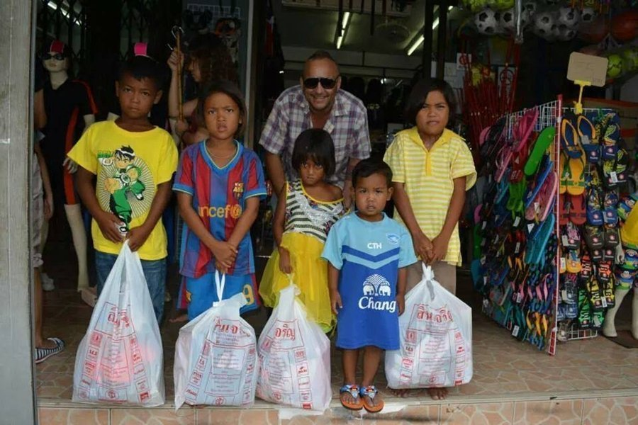 Phuket FC Supporters Club sends needy kids back to school