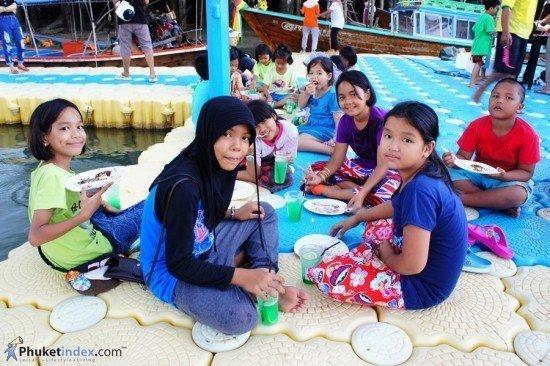 Renaissance Phuket holds CSR activity at Pan Yee Island