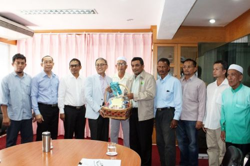 Representatives From Association Of Islamic Ethics Promotion Phuket Meet With PPAO President
