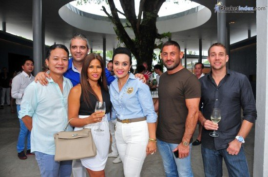 Palm Seafood Celebrates its Grand Opening