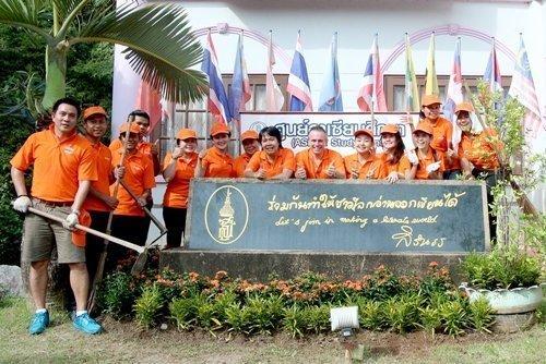 Amari Phuket Helps Clean Patong Library's  Garden Area