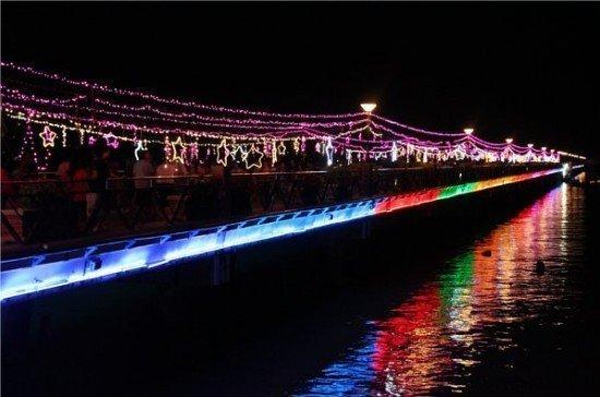 "Phuket's Chalong Pier sees ""Loy Krathong Across the Bridge of Stars"" event"