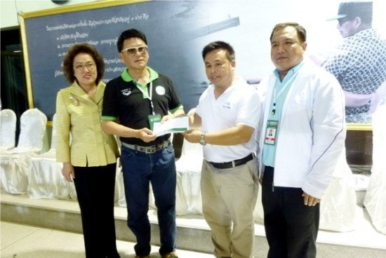 Phuket FC and fans donate to help soldiers