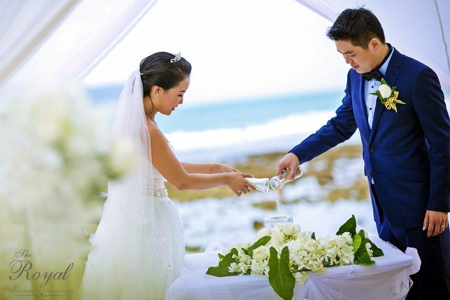 Western Beach Wedding with Phuket's The Royal Wedding & Organizer
