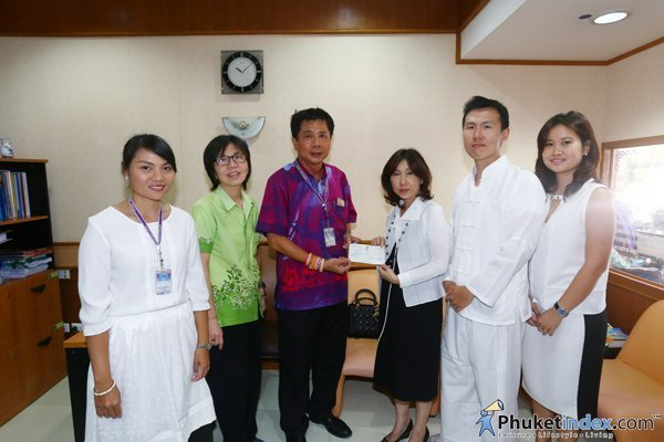 Phucharoen family donated for Luang Por Cham 100 years Building Project