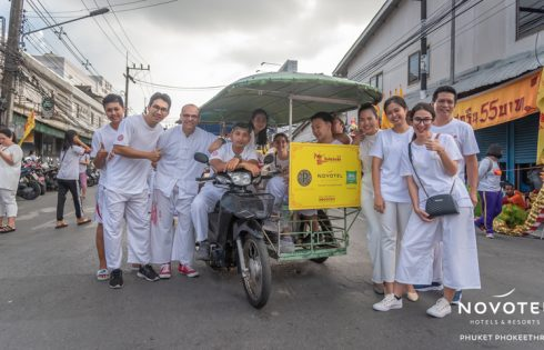 The teams at Novotel Phuket Phokeethra and ibis Styles Phuket City donated ice cream