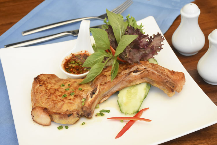 Grilled Pork Sparerib with Thai Spicy Sauce
