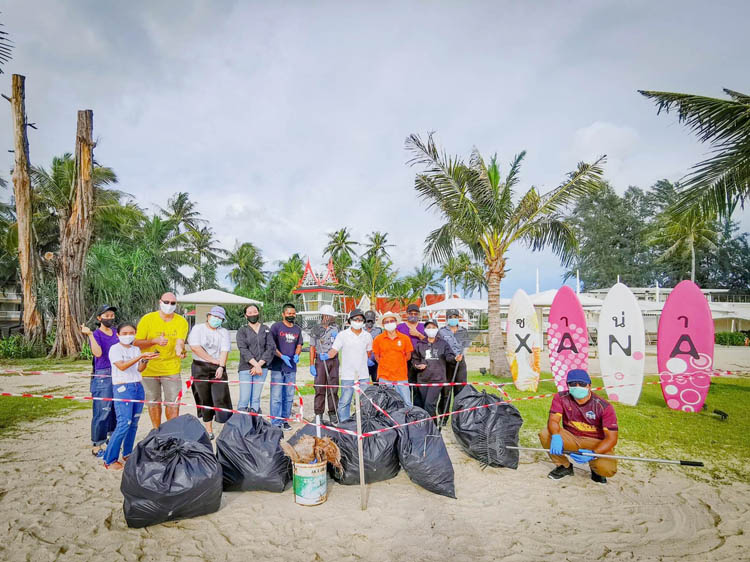 Laguna Phuket Prepares for Celebration Weekend with Mass Beach Cleaning