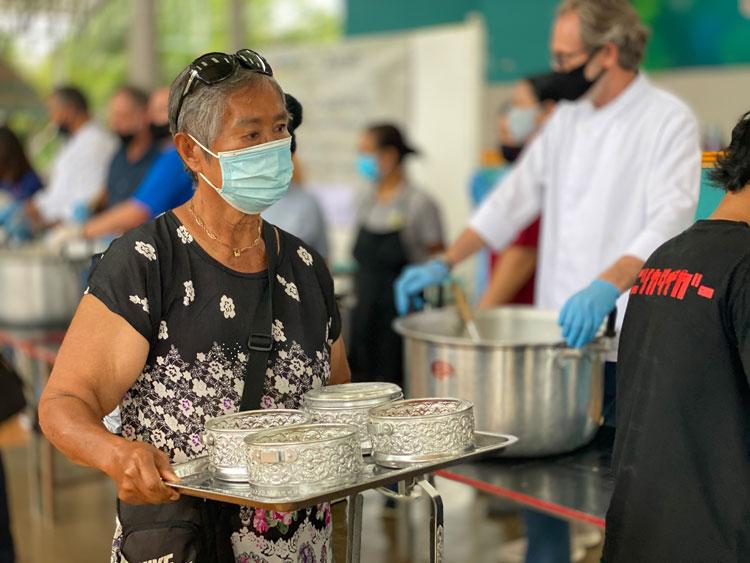 กิจกรรมอาสาเพื่อชุมชนบริจาคอาหารที่สวนศรีภูวนารถโดยโรงแรมในเครือแมริออท อินเตอร์เนชั่นแนลในจังหวัดภูเก็ต